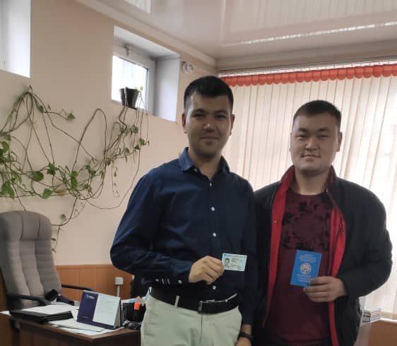 Джалалабадец в 24 года впервые получил паспорт