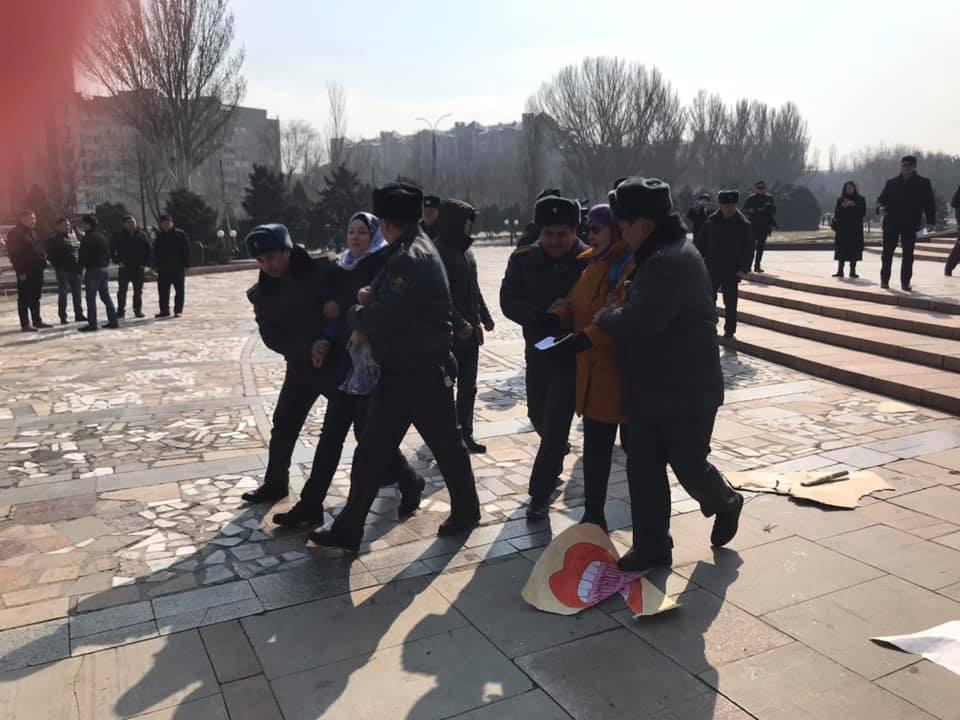 Джалал-Абадская правозащитная организация «Справедливость» дает правовую оценку в связи с задержанием женщин во время подготовки к маршу 8 марта